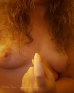 """nude woman making """"come here"""" motion with forefinger"""